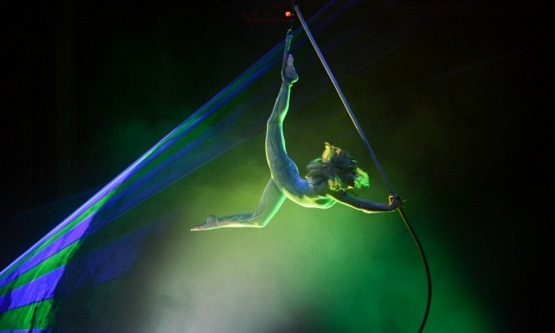 gala_show_at_event_in_wasserwerk_berlin_by_sol_air_aerial_artistic